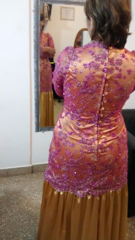 Vestido base en satén de seda y fourreau de tul bordado.